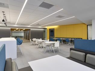 Subaru of America's new corporate headquarters includes more than 30 open collaboration spaces of various sizes for everything from impromptu discussions to group projects. Photo credit: © Jeffrey Totaro, 2018.