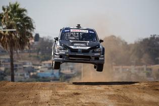 Chris Atkinson goes airborne at 2016 GRC Los Angeles with SRTUSA.