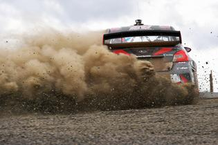 Pastrana sprays gravel at the Oregon Trail Rally.