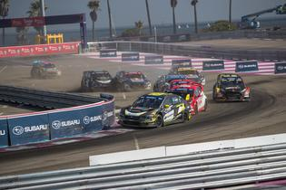 Patrik Sandell fends of the pack in the Final at GRC.
